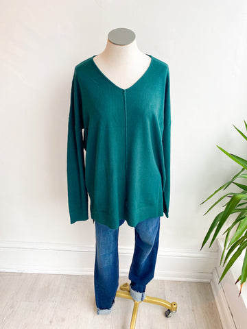 The Jenna Basic Vneck Sweater - Hunter Green