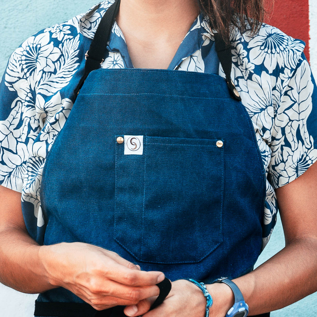chef's satchel aprons for less