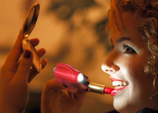 Get your lipstick on right in the dark with a Grip-On LED Flashlight in your pocketbook