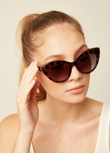 Load image into Gallery viewer, Le Specs Beautiful Stranger Sunglasses