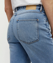 Load image into Gallery viewer, Armed Angels Fjellaa Cropped Jeans