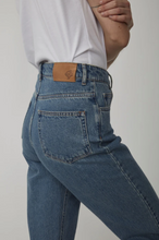 Load image into Gallery viewer, Just Female Stormy Jeans