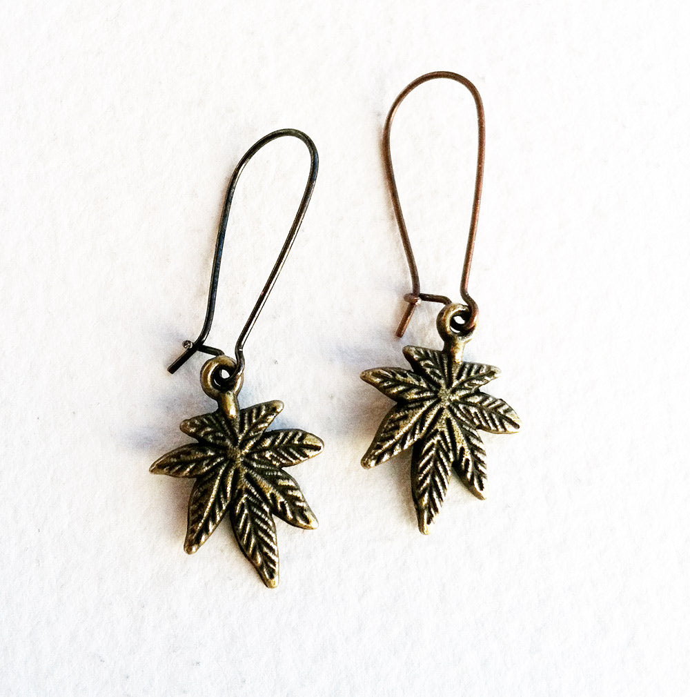 Simple Weed Earring - Bronze