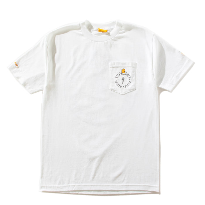 GUDETAMA CARROTS BY SANRIO CIRCLE POCKET TEE - WHITE