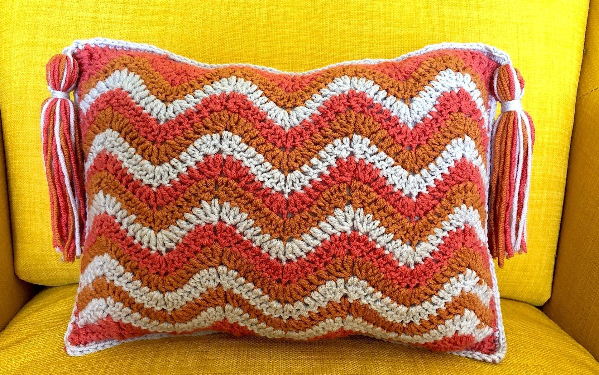 CUTE LITTLE WAVES CUSHION Crochet Pattern