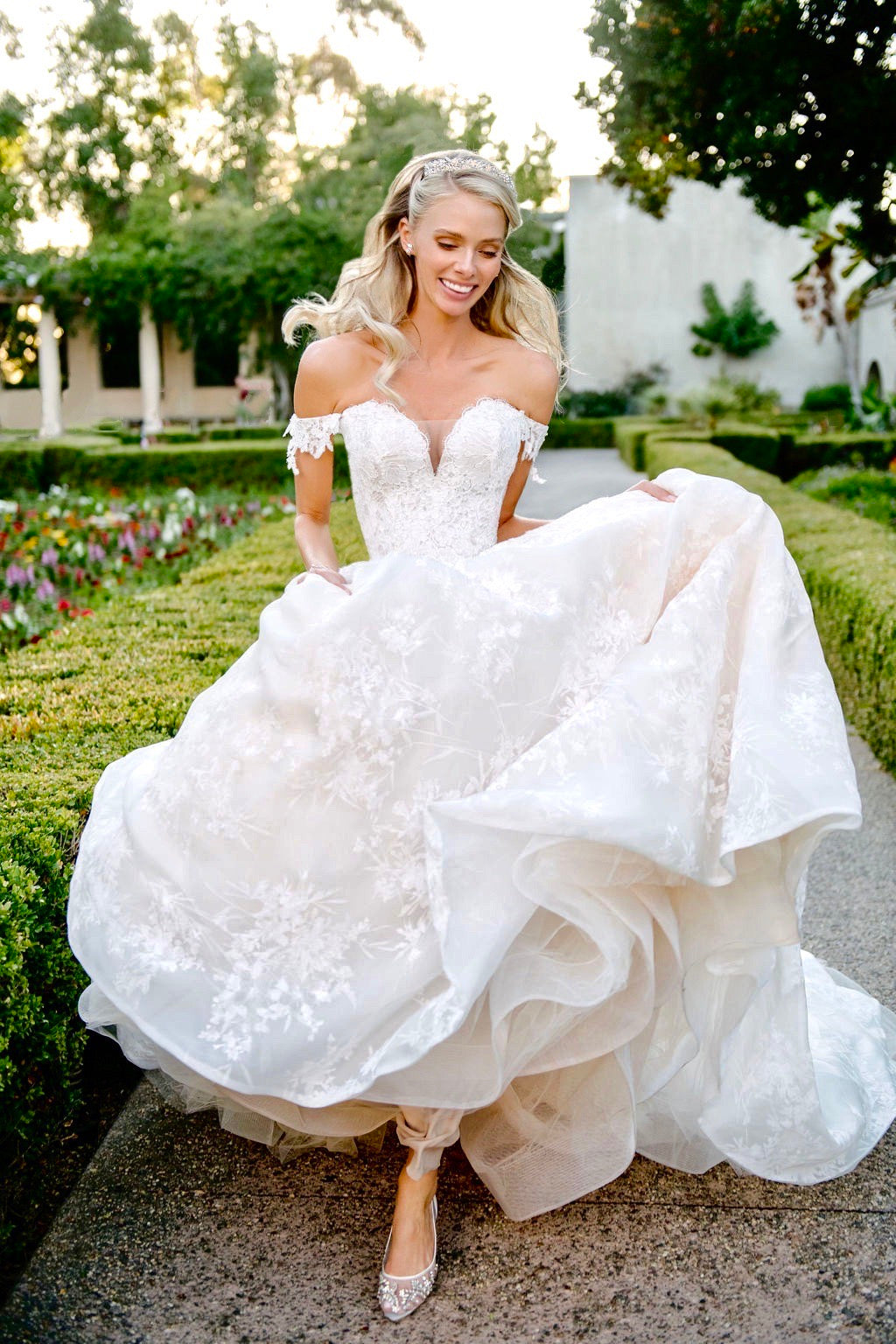 bella belle real brides in monique lhuillier lace wedding dress