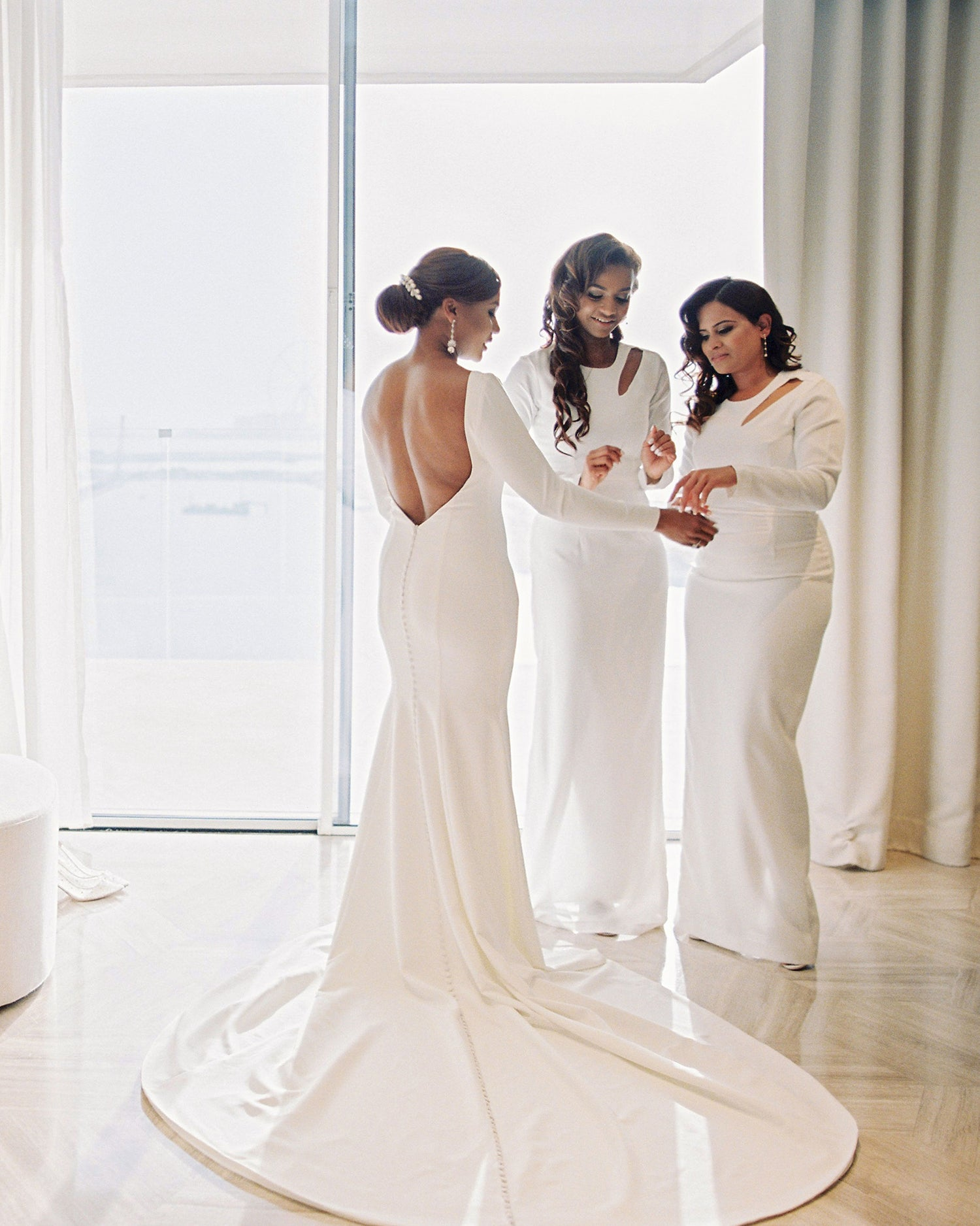 bella belle real brides vanessa getting ready with bridesmaids dubai wedding