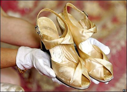queen elizabeth II wedding shoe