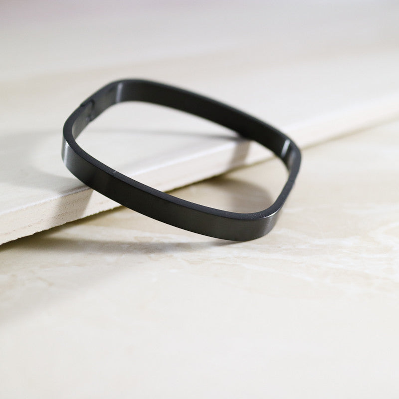 Chic Clasp Bangle