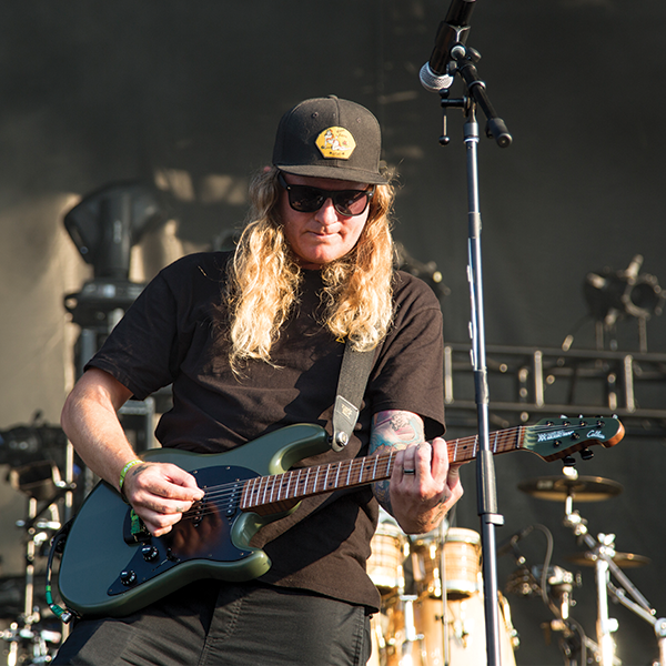 Dustin Bushnell of Dirty Heads : Video