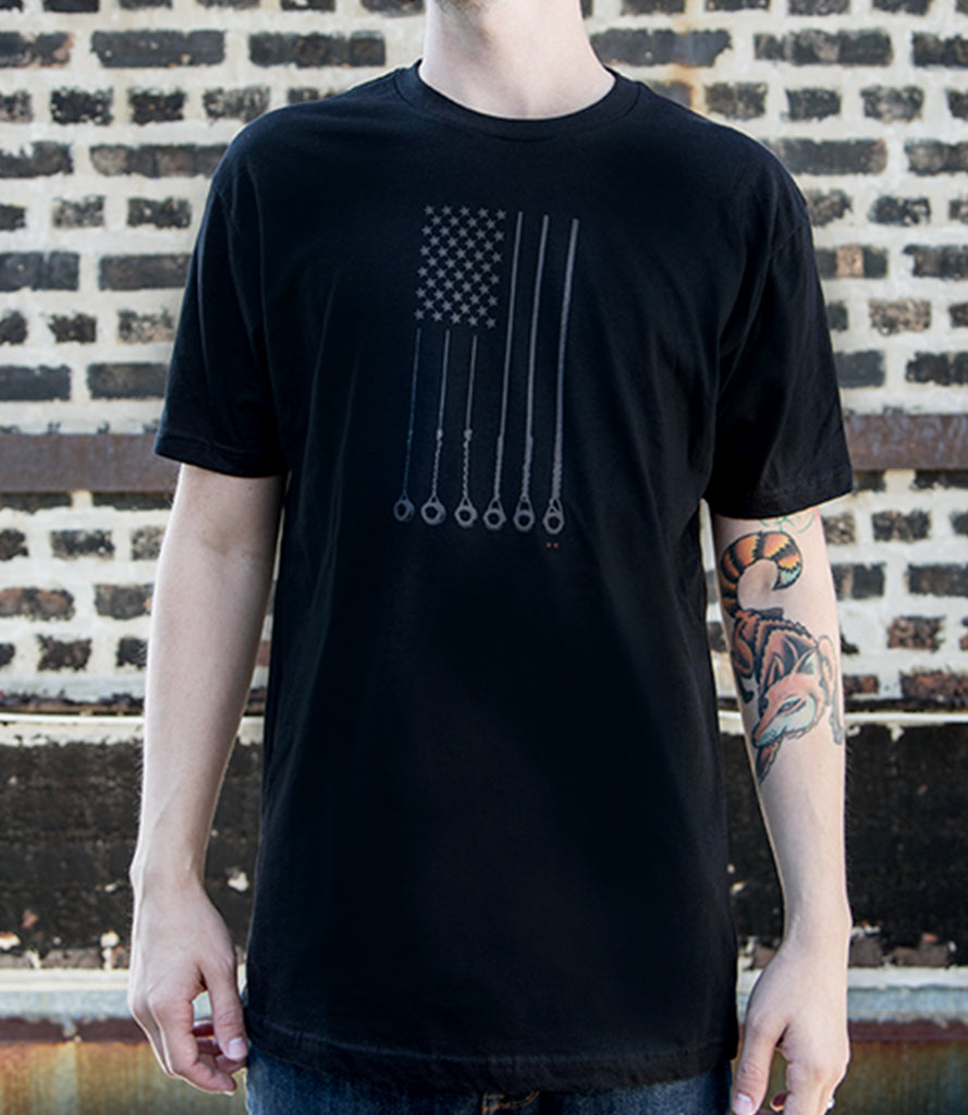STARS AND STRINGS TEE – BLACK