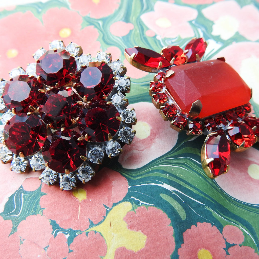 Red jeweled brooch lot