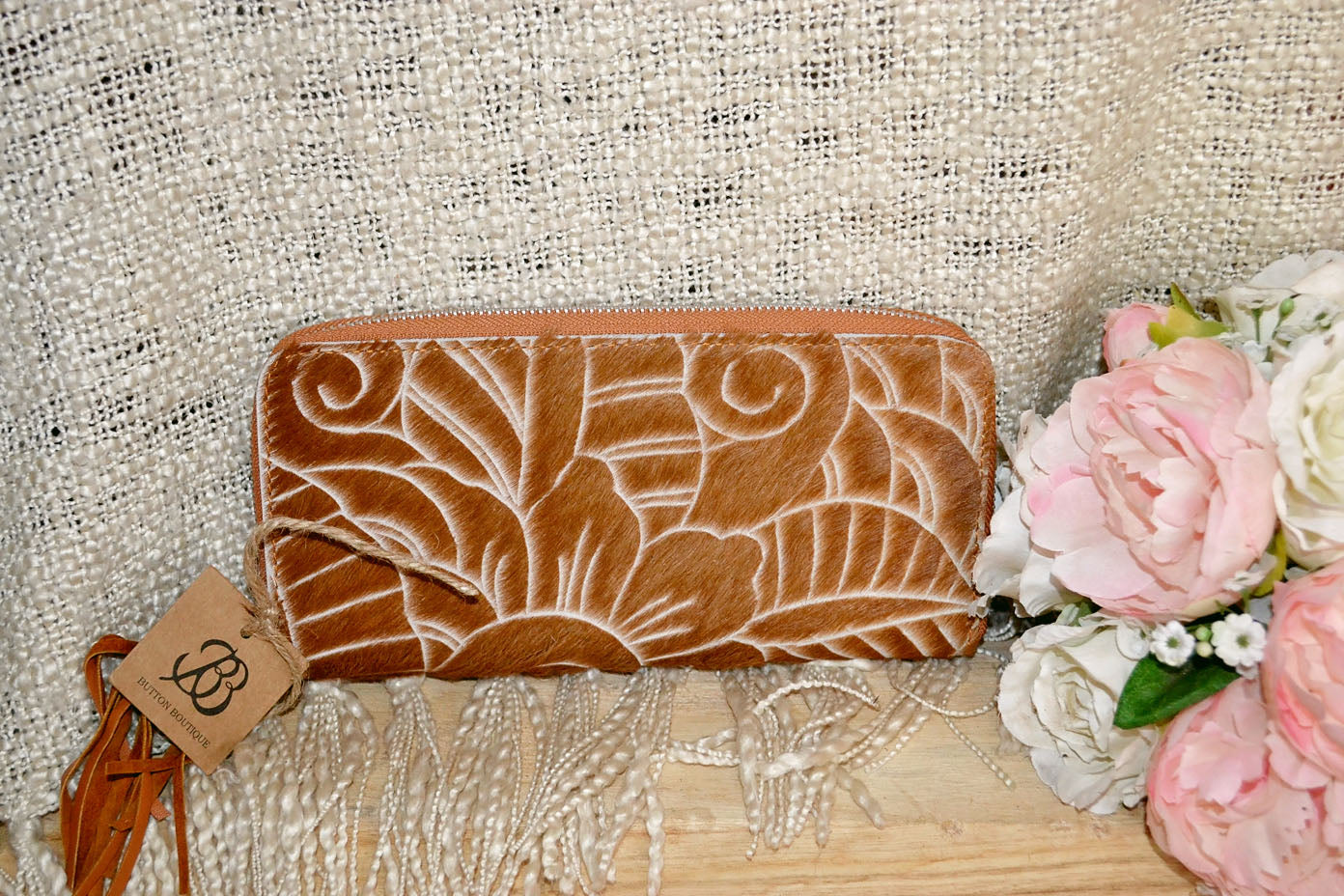 Carved Wallet ~ Single Zip Tan Collection