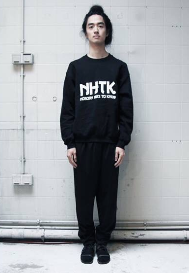 Graphic logo sweater Asian style // nobody has to know