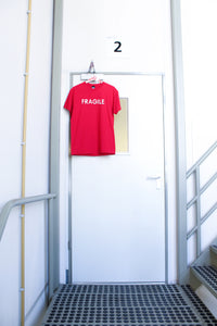 Tee FRAGILE red [drop] - NOBODY HAS TO KNOW