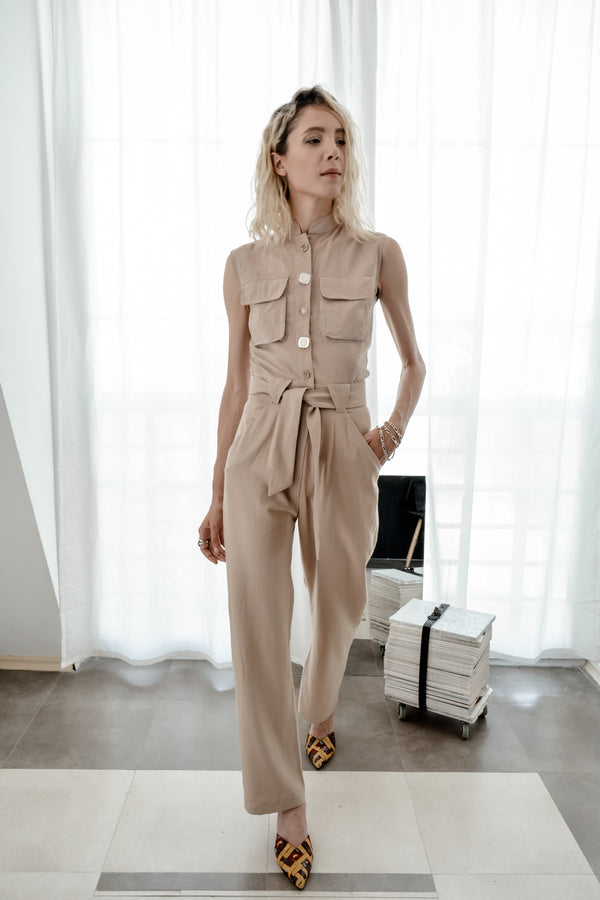 Cream sleeveless linen jumpsuit with cargo pockets - Bastet Noir