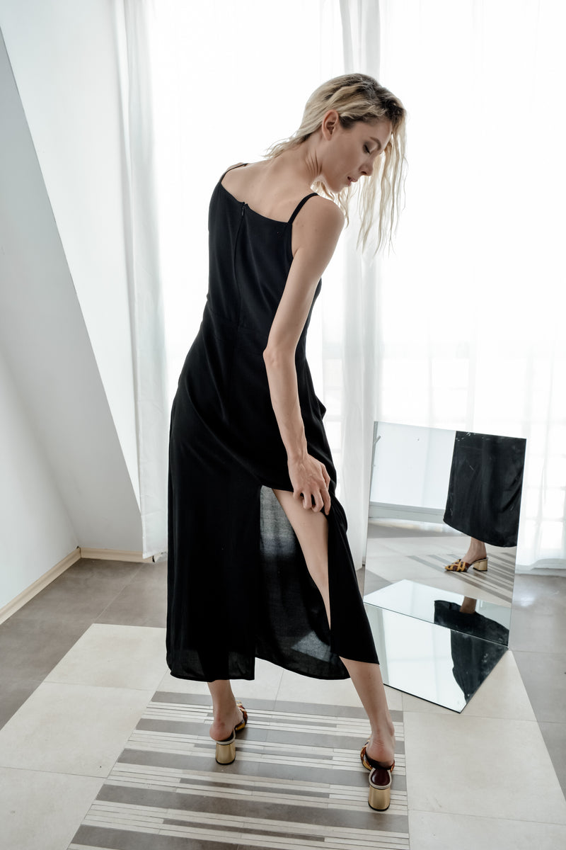 Black dress with front pockets and back slit - Bastet Noir