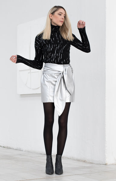 Metallic short pencil skirt with a bow