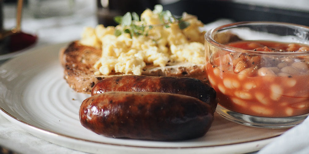 SCRAMBLED EGGS ON TOAST WITH BAKED BEANS AND SAUSAGES