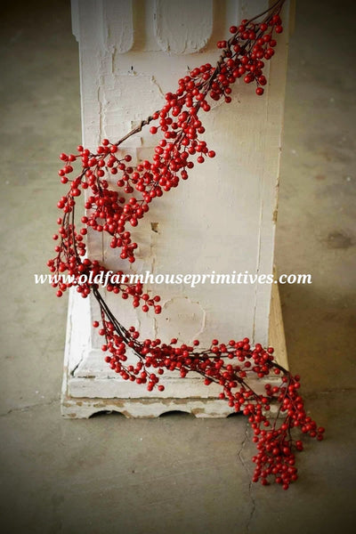 #LHH5 Holiday Red Waterproof Berry Garland 5 ft.