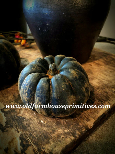 #PBBW334 Primitive Blackened Beeswax Small Chunky Pumpkin 🎃 (Made In USA)
