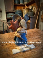 #LT98 Primitive Americana Mouse In Star Dress Holding Red Star ⭐️ (Made In USA)