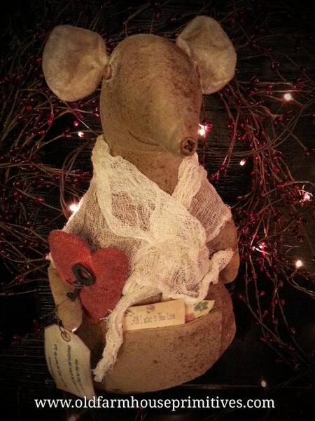 #LT26 Primitive Large Valentine Mouse (Made In USA)