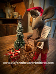 "#LTC8 Primitive Elf Mouse With Shopping Cart ""Mistle Toes"" (Made In USA)"