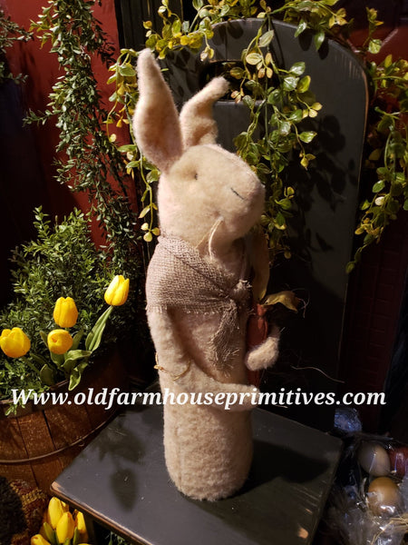 #TBHWR3 Primitive Rabbit In Shawl Holding Carrot 🥕 (Made In USA)