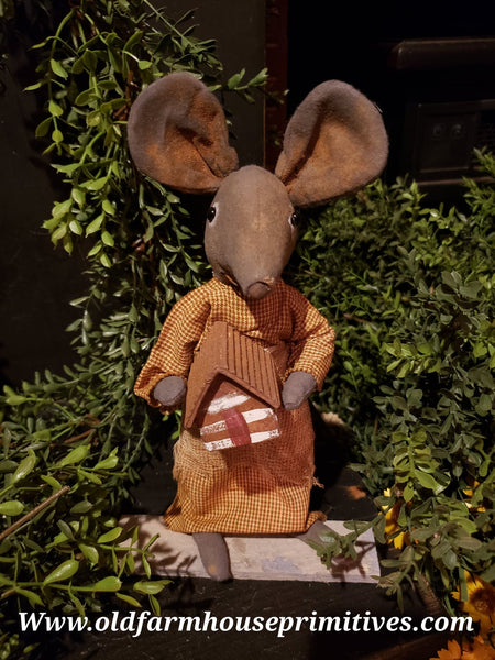 "#LTS7 ""Hilda"" Mouse Holding Log Cabin (Made In USA) Exclusive"