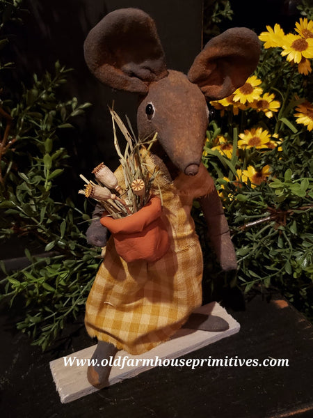 "#LTS5 ""Penny"" Mouse Holding Pot Of Poppies (Made In USA) Exclusive"