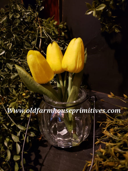 #TIGV Spring Yellow Tulips In Glass Vase   (Made In USA)