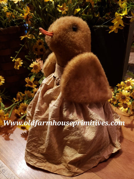 #RC16 Primitive Standing Chicken in Aged Antiqued Dress (Made In USA)