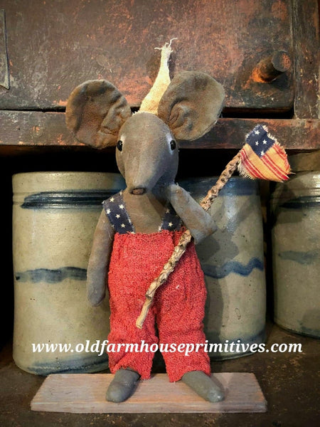 "#LT18 Primitive Standing Boy Americana Mouse ""Yankee Doodle"" (Made In USA)"
