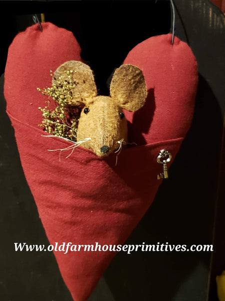 #ECVTM1 Primitive Valentine's Mouse In Heart ♥️ (Made In USA)