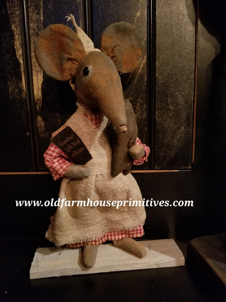 #LT28 Primitive Grandma's Little Recipes Mouse (Made In USA)