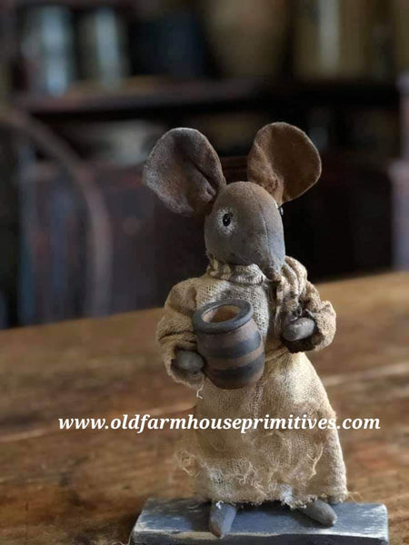 "#LWC3 Primitive Mouse ""MRS. POTTER' Holding Striped Pottery (Made In USA!)"
