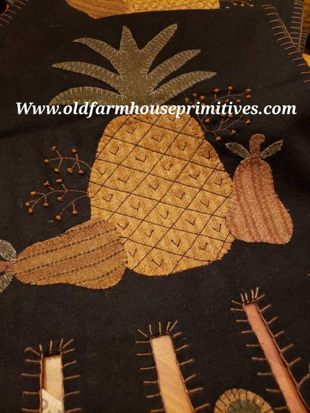 #R2 Primitive Folk Art Pineapple Table Runner