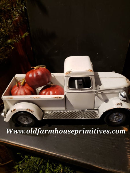 #RT3 Antique White Truck