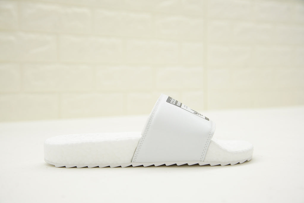 "NEIGHBORHOOD x Adidas Originals Adilette ""BOOST"" Slides 'White' (Right Side)"