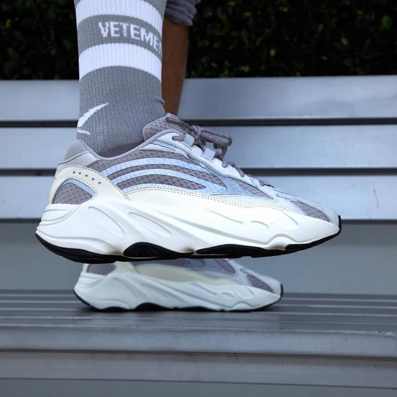 outlet store f83fd 5e491 Adidas Yeezy Boost 700 V2