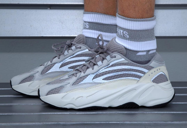 outlet store 5eef4 4cff3 Adidas Yeezy Boost 700 V2