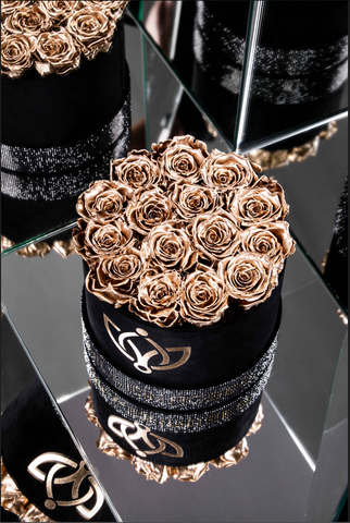 Black - Crystal Edition Box with Gold Roses - The Million Roses Europe
