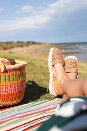 Load image into Gallery viewer, At the beach with espadrille braided caramel