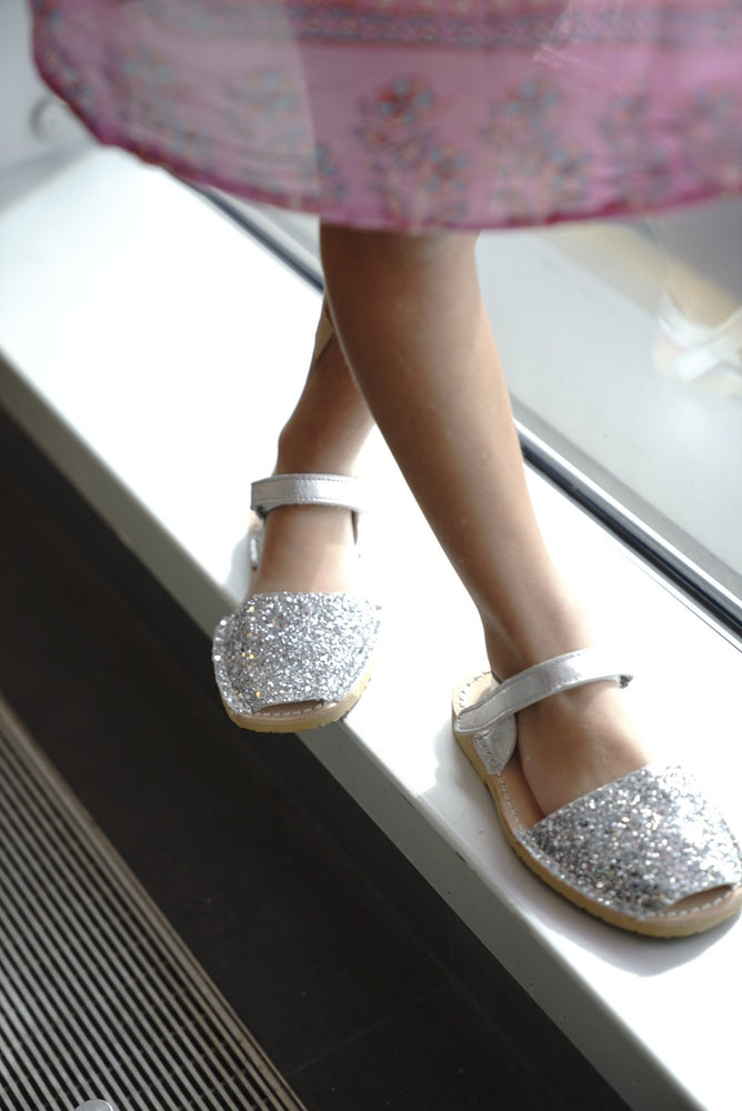 Load image into Gallery viewer, Kids - Glitter SILVER - Menorca Sandals