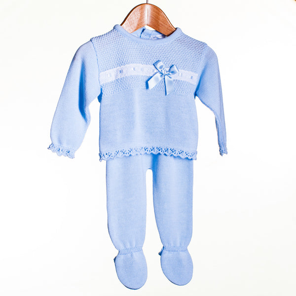 LL0379A - BABY BOYS KNITTED L/S TOP WITH RIBBON AND TROUSERS WITH FEET (6PCS) - SALE