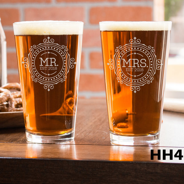2 Pint Glass Set - Design: HH4