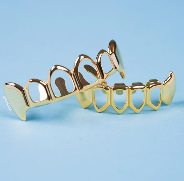 Gold Plated Open Face Top&Bottom Fang Grillz - Gold Teeth - Gold Grillz - Rois D'or