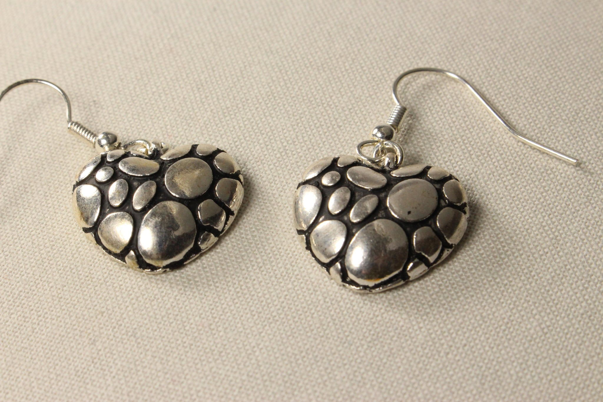 heart-dangle-earrings-antiqued-crackle-silver-plated-puffed