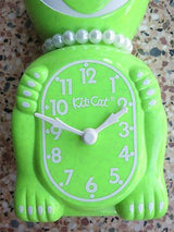 Fun Chartreuse Kit Cat Clock Sparkle